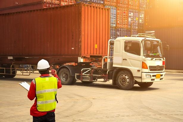 Conheça as vantagens de um software fiscal para transportadoras
