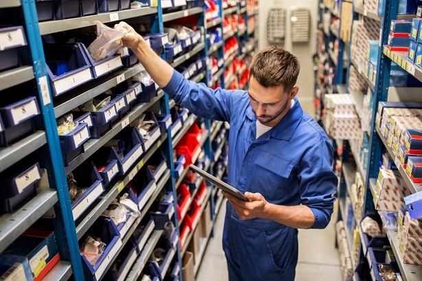 Saiba como a tecnologia auxilia a indústria na reposição de estoques
