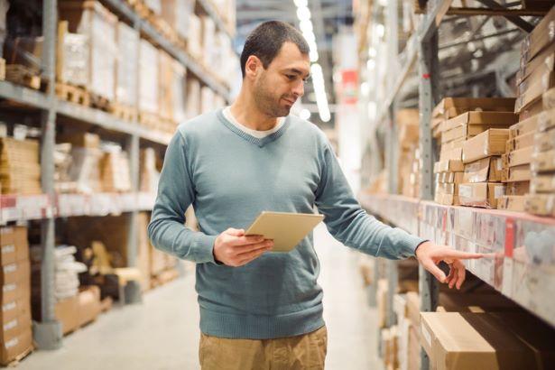 Como reduzir o custo de reposição de estoques?